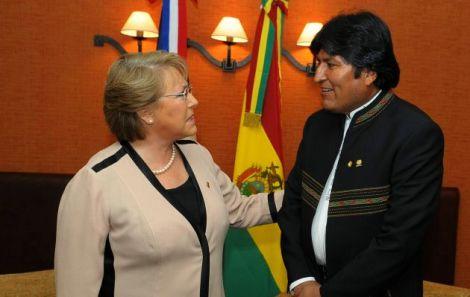 UNASUR, UNION DE NACIONES SUDAMERICANAS REALIZADAS, REUNION DE JEFES DE ESTADO REALIZADA EN QUITO, ECUADOR, MICHELLE BACHELET, PRESIDENTA DE CHILE;  EVO MORALES, PRESIDENTE BOLIVIA. HORIZONTAL.